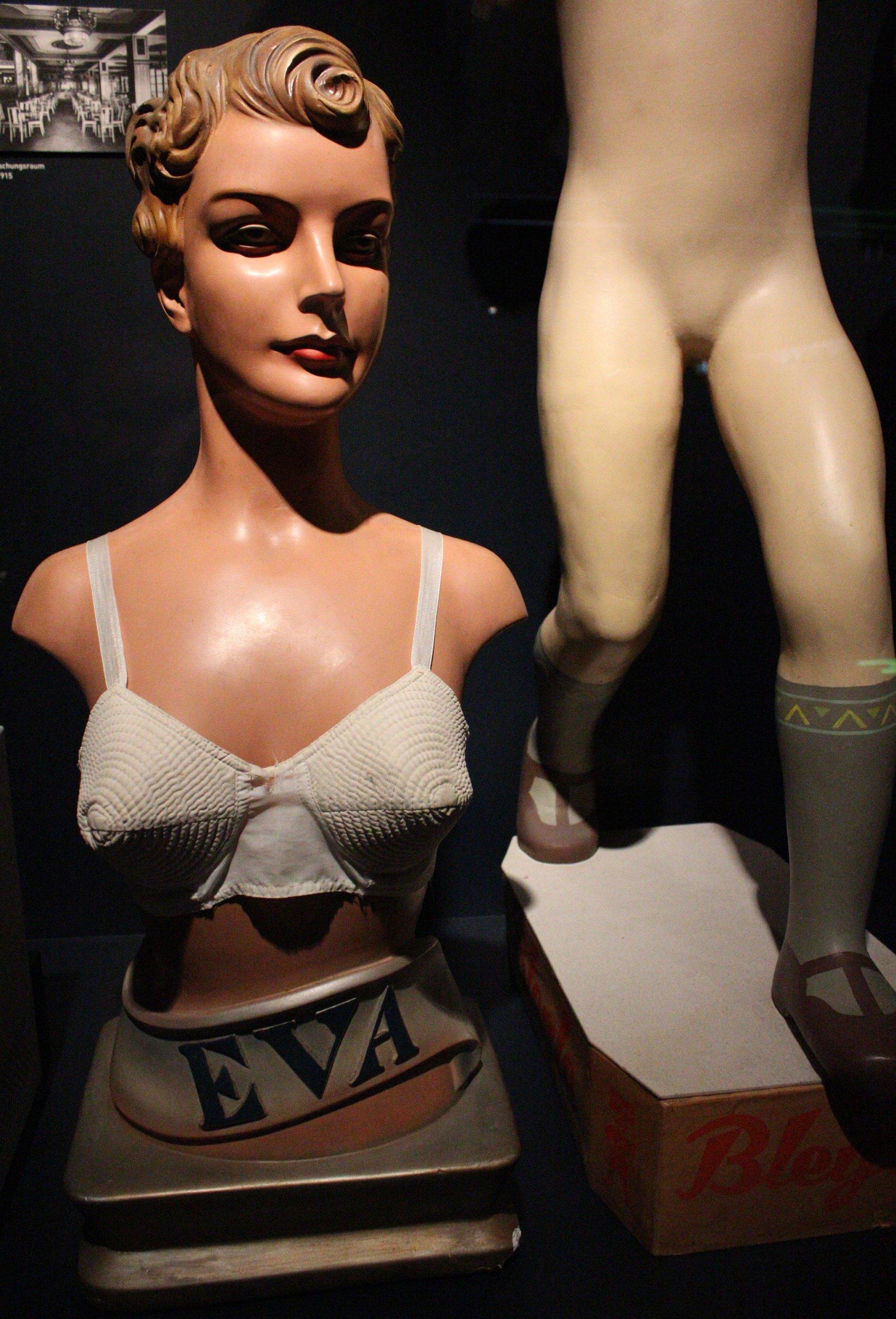Hermaphdite Nude Photos 62