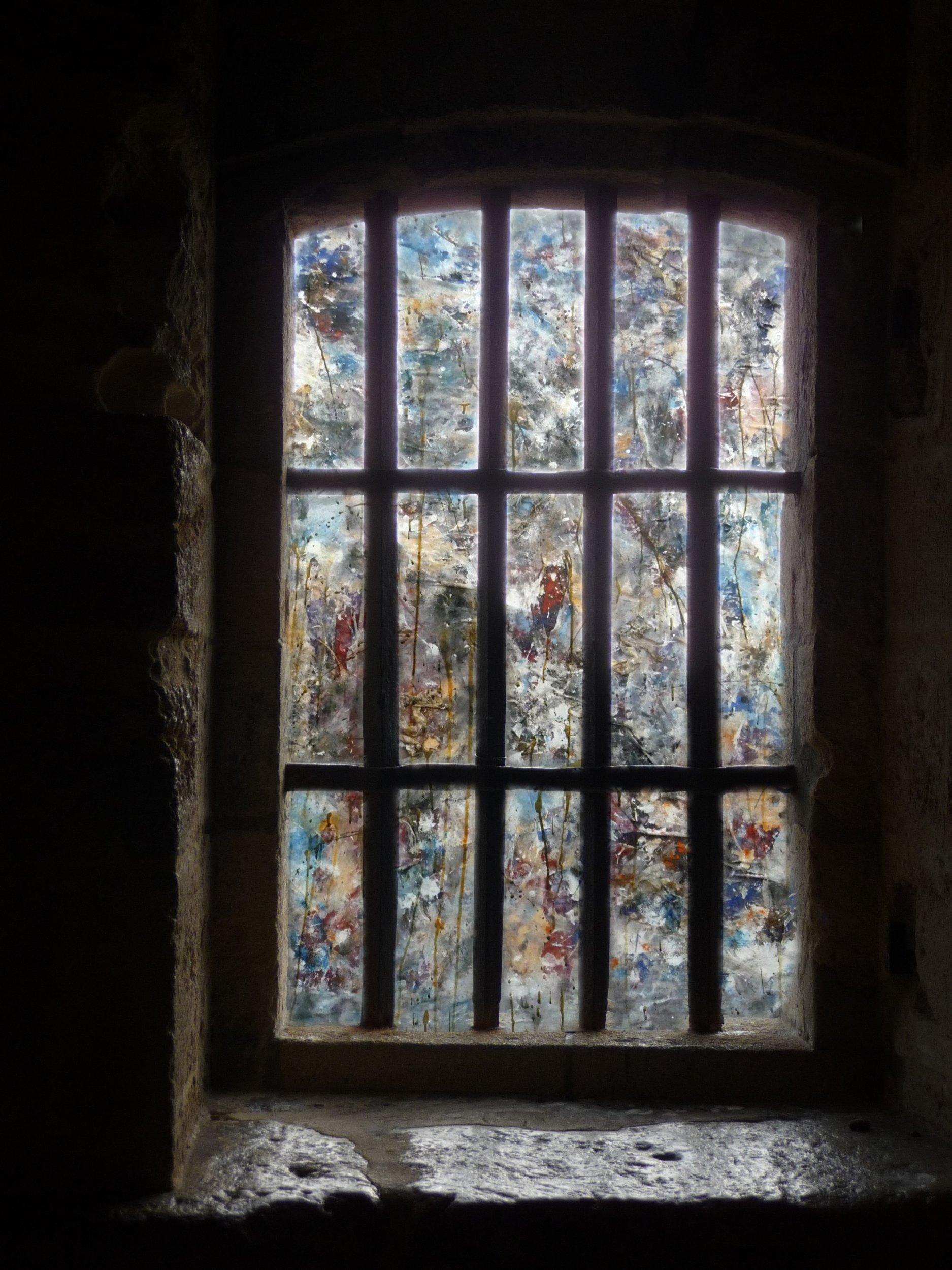 Dalla finestra del castello berga producing censorship for Finestra new york