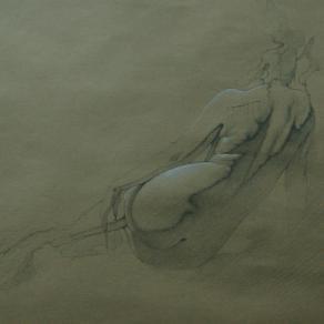 nudo di spalle